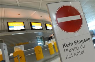 Travel chaos as Lufthansa pilots strike