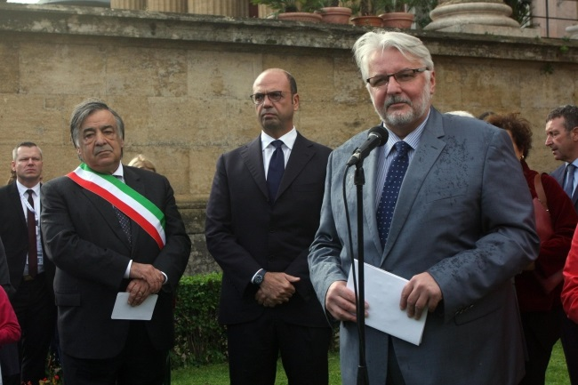 Polish Foreign Minister Witold Waszczykowski (right) pictured during a visit to Palermo. Photo: EPA/FRANCESCO PAOLO LANNINO