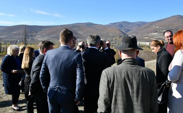 Спикер польского Сейма Марек Кухциньский на линии разграничения Грузии с сепаратистской Южной Осетией