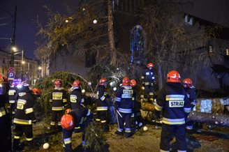 Strong winds sweep through Poland