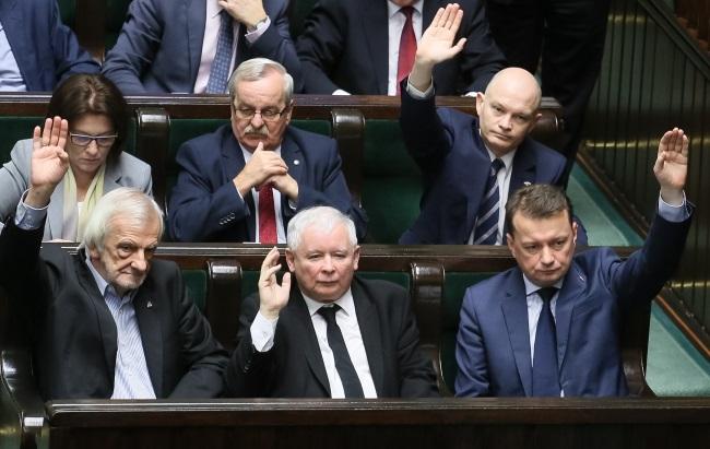 Law and Justice leader Jarosław Kaczyński (centre, front row) and Mariusz Błaszczak (right). Photo: PAP/Paweł Supernak