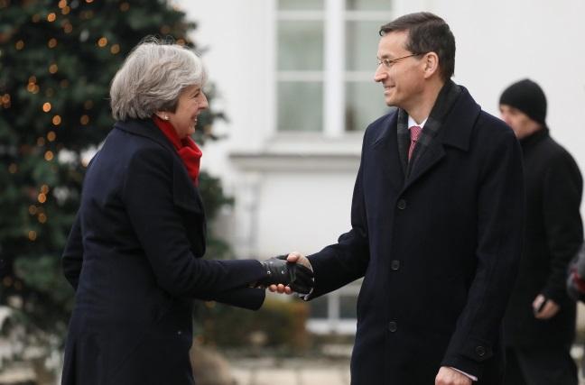 Britain's Theresa May greeted by Polish PM Mateusz Morawiecki in Warsaw. Photo: PAP/Paweł Supernak