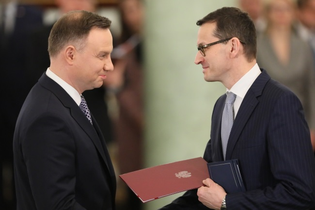 President Andrzej Duda (left) officially appoints Mateusz Morawiecki (right) as Poland's new prime minister in a swearing-in ceremony at the Presidential Palace in Warsaw on Monday. Photo: PAP/Paweł Supernak