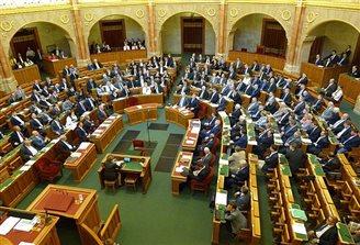 Hungarian parliament backs Poland against EU sanctions
