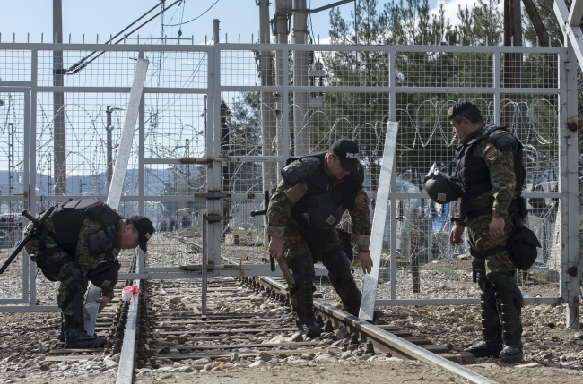Members of the Macedonian special police forces secure the gate at the border railway crossing between Greece and Macedonia, near Gevgelija, The Former Yugoslav Republic of Macedonia, 04 March 2016. Photo: EPA/GEORGI LICOVSKI