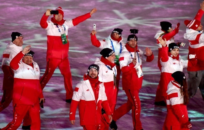 Polish athletes on Sunday during the closing ceremony of the Pyeongchang winter Olympic Games. Photo: EPA/CHRISTIAN BRUNA