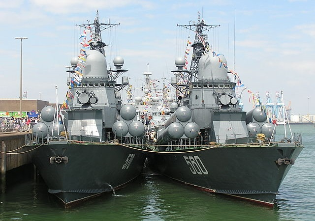 Russian small missile ships Zyb' and Passat. Photo: Luis Díaz-Bedia Astor/Wikimedia Commons (C BY-SA 3.0)