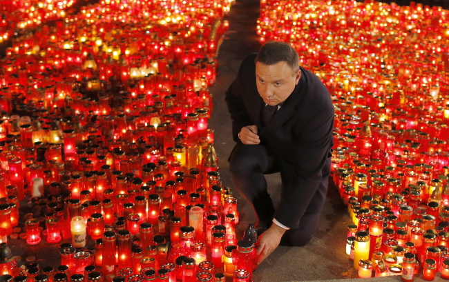 President of Poland Andrzej Duda pays respect for the club blaze victims at the improvised memorial in front of the fire site, in Bucharest, Romania, 02 November 2015. EPA/ROBERT GHEMENT