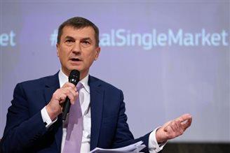ЄК: Порозуміння з Польщею у справі конституційної кризи вже близько