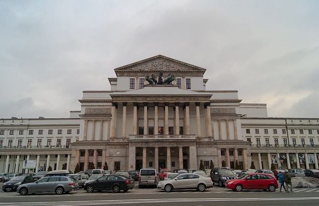 The National Opera House in Warsaw. Photo: Guillaume Speurt [CC BY-SA 2.0 (https://creativecommons.org/licenses/by-sa/2.0)], via Wikimedia Commons
