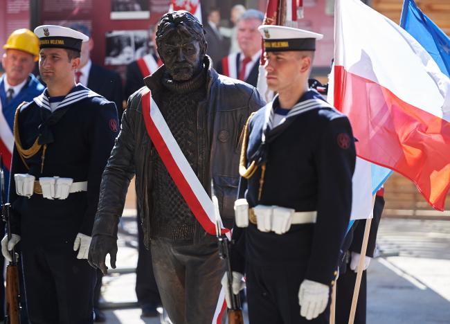 The statue of Ryszard Kukliński. Photo: PAP/Adam Warżawa