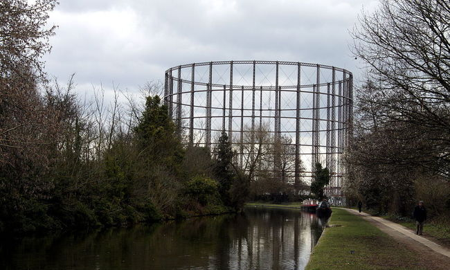 A section of the Grand Union canal in London. Photo: wikicommons/chmee2