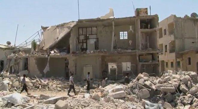 Syryjskie miasto Azaz - front budynku zniszczonego w wyniku wojny domowej.
