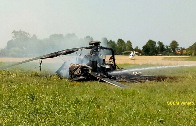 The Polish helicopter caught fire in northern Italy. Photo: Twitter.com/@SUEM_Veneto