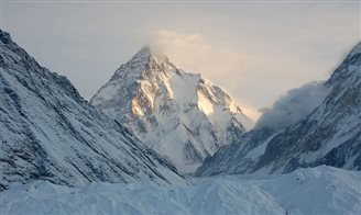 Polish daredevil attempts to ski down K2