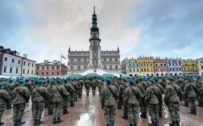 Понад 200 солдатів у центрі Замості складають присягу