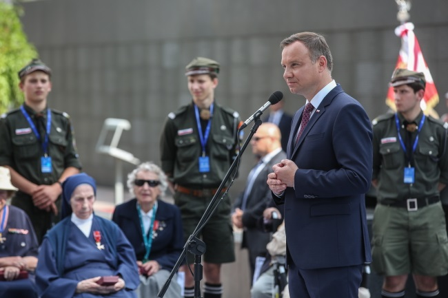 Andrzej Duda (right) at a ceremony marking 73 years since the outbreak of the Warsaw Uprising. Photo: PAP/Rafał Guz