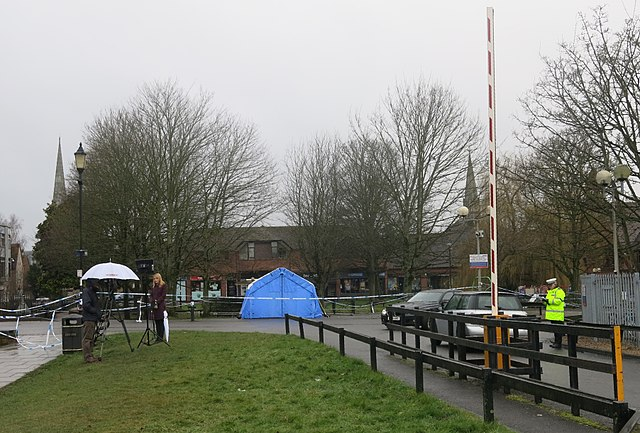 A police forensic tent covers the bench where the Skripals were found in a catatonic state. Photo: Peter Curbishley/Wikimedia Commons (CC BY 2.0)