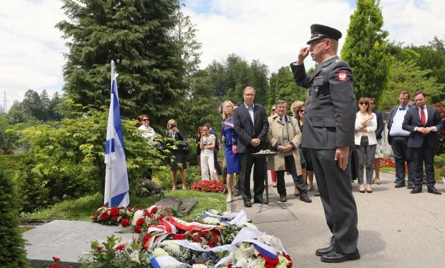 Возложение венков на могиле Константы Рокицкого в Люцерне