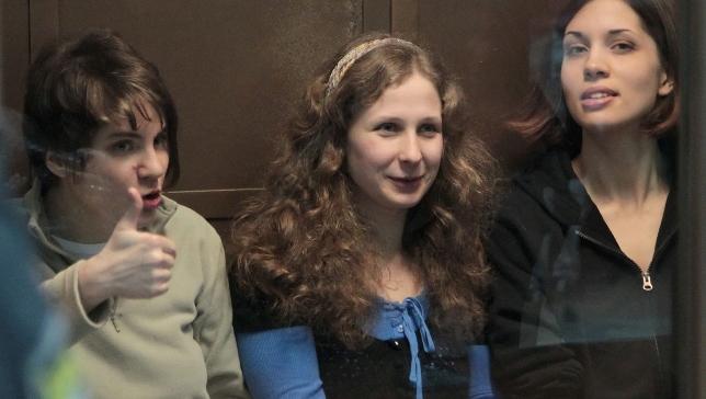 Członkinie Pussy Riot Jekatierina Samucewicz, Maria Alochina i Nadieżda Tołokonnikowa w sądzie