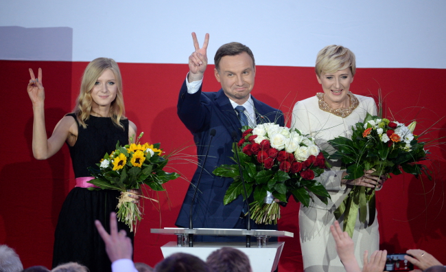 Andrzej Duda (C) with his daughter Kinga (L) and wife Agata (R) following the election exit poll gave him 53 percent of the vote. Photo: PAP/Jacek Turczyk