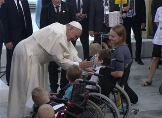 Pope Francis visits sick children in Poland
