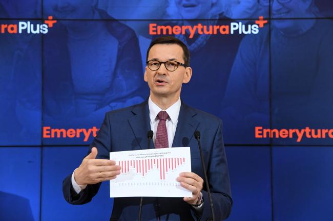Премьер-министр Матеуш Моравецкий на пресс-конференции после заседания правительства