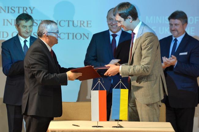 Министры инфраструктуры Польши и Украины, Анджей Адамчик и Владимир Омелян.