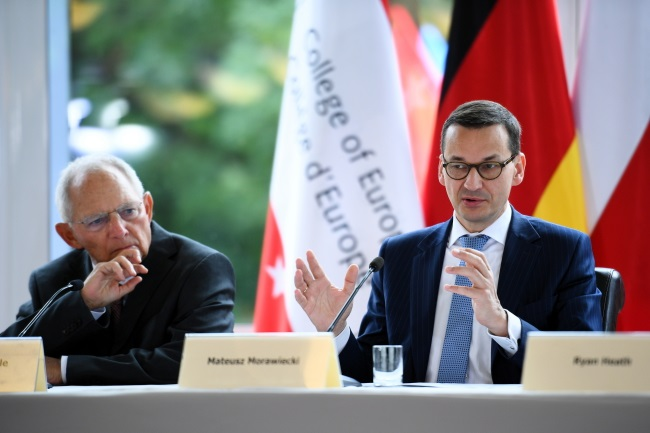 Polish Prime Minister Mateusz Morawiecki (right) and German parliamentary Speaker Wolfgang Schäuble (left) take part in a debate at the Warsaw campus of the College of Europe on Monday. Photo: PAP/Jacek Turczyk
