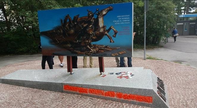 Так должен был выглядеть памятник Яну III Собескому в Вене. Инсталляция, на которой был изображен будущий памятник, в 2017 году была уничтожена вандалами.