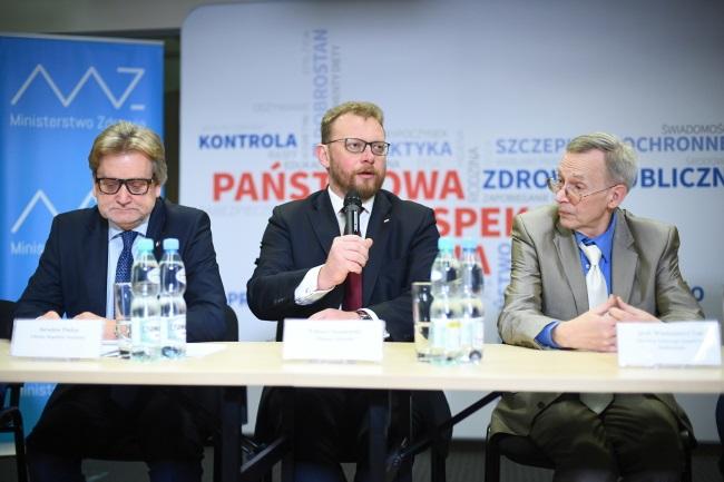 Poland's Health Minister Łukasz Szumowski (centre) speaks at a news conference in Warsaw on Sunday. Photo: PAP/Jacek Turczyk