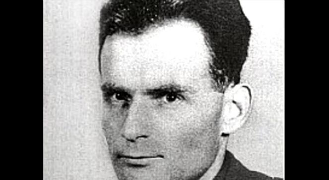 Michnik wird verdächtigt, 30 kommunistische Verbrechen in den Jahren 1952-1953 begangen zu haben.