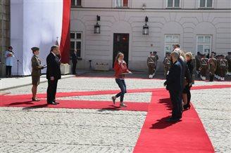 Komorowski leads Flag Day celebrations