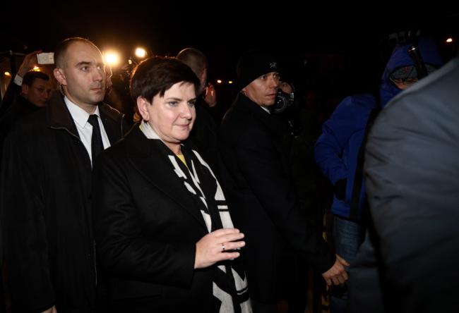 Бэата Шыдла выходзіць са штаб-кватэры ПіС пасьля паседжаньня Палітычнага камітэту