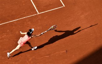 Tennis: Radwańska advances to third round of French open
