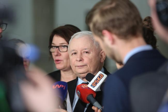Jarosław Kaczyński (C) is the leader of the ruling party in Poland. Photo: PAP/Rafał Guz