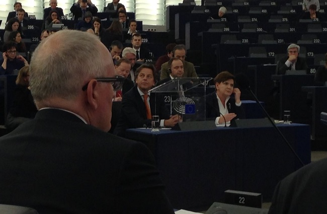 Frans Timmermans (L) presided over a January 2016 debate in the European Parliament over the state of rule of law in Poland with Polish PM Beata Szydło (R) in attendence. Photo: Twitter.com/Frans Timmermans