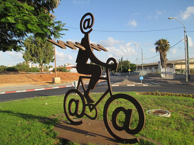 Buky Schwartz, The Internet Messenger. Holon, Israel