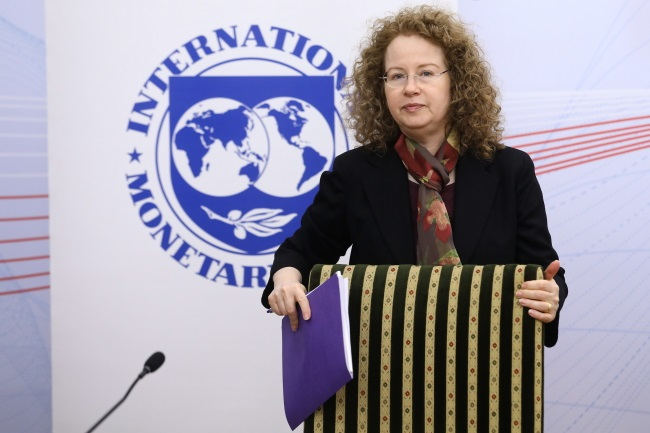 The IMF's Rachel van Elkan during a press conference in Warsaw on Tuesday. Photo: PAP/Rafał Guz