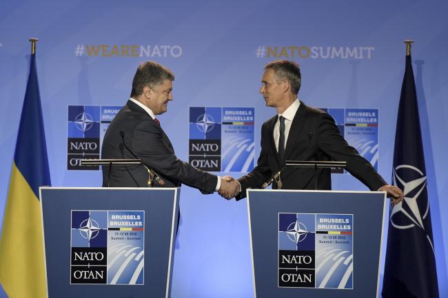 Брюссель - саміт НАТО - президент Петро Порошенко, генсек НАТО Єнс Столтенберґ
