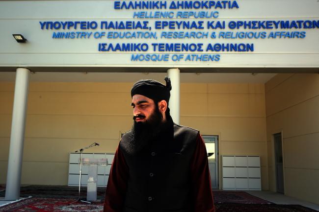 У мечети в Афинах