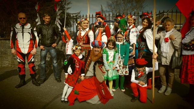 Polacy na paradzie w Ennis, w Irlandii