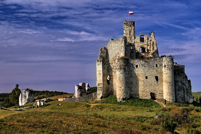 Замак у Міраве.