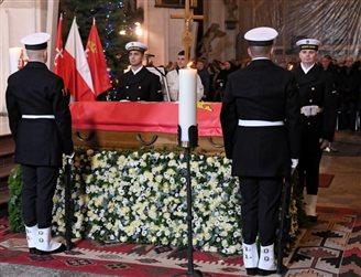 В храме в Гданьске началось богослужение в память об убитом Павле Адамовиче