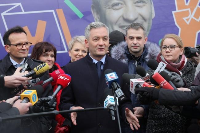 Robert Biedroń (centre) talks to reporters in Warsaw on Monday. Photo: PAP/Paweł Supernak