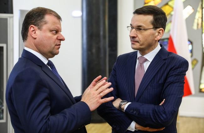 Polish PM Mateusz Morawiecki (right) and his Lithuanian counterpart Saulius Skvernelis (left) meet in Vilnius on Friday. Photo: PAP/Rafał Guz