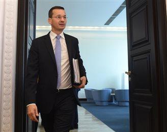 Italian UniCredit sells minority stakes in Polish Pekao