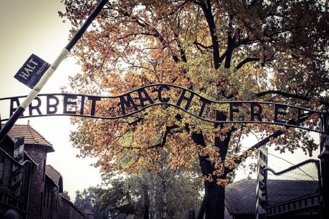 Вход в бывший концлагерь Аушвиц-Биркенау.