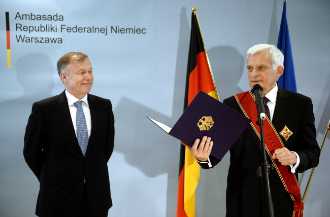 Professor Jerzy Buzek (L) with Ambassador of Germany Rolf Nikel. Photo: PAP/Bartłomiej Zborowski