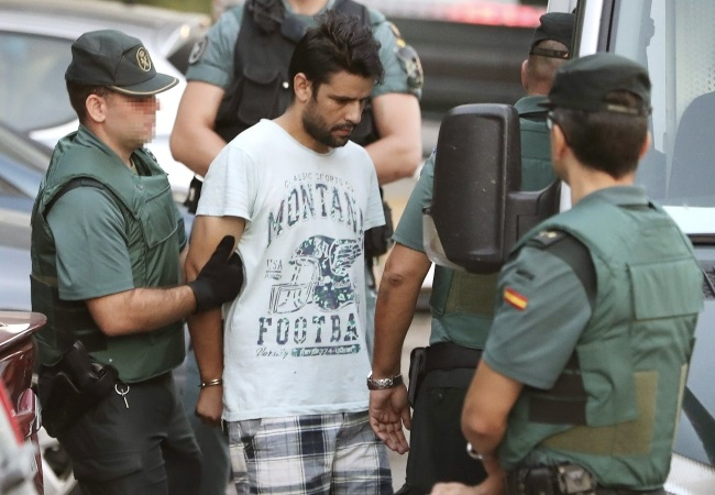 Mohamed Aallaa (C), 27, one of four arrested in relation to the terrorist attacks in Spain, is taken to a court in Madrid, 22 August 2017. PAP/EPA/J.J.GUILLEN